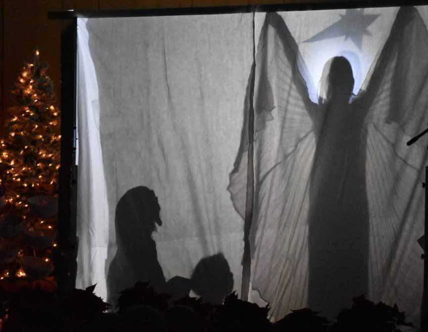 Die Weihnachtsgeschichte als Schattenspiel – beeindruckend aufgeführt von den Kindern der evangelischen Jugendhilfe Bergisch Land. © Peter Klohs